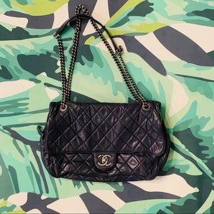 CHANEL- Easy Flap Bag Quilted Caviar Jumbo